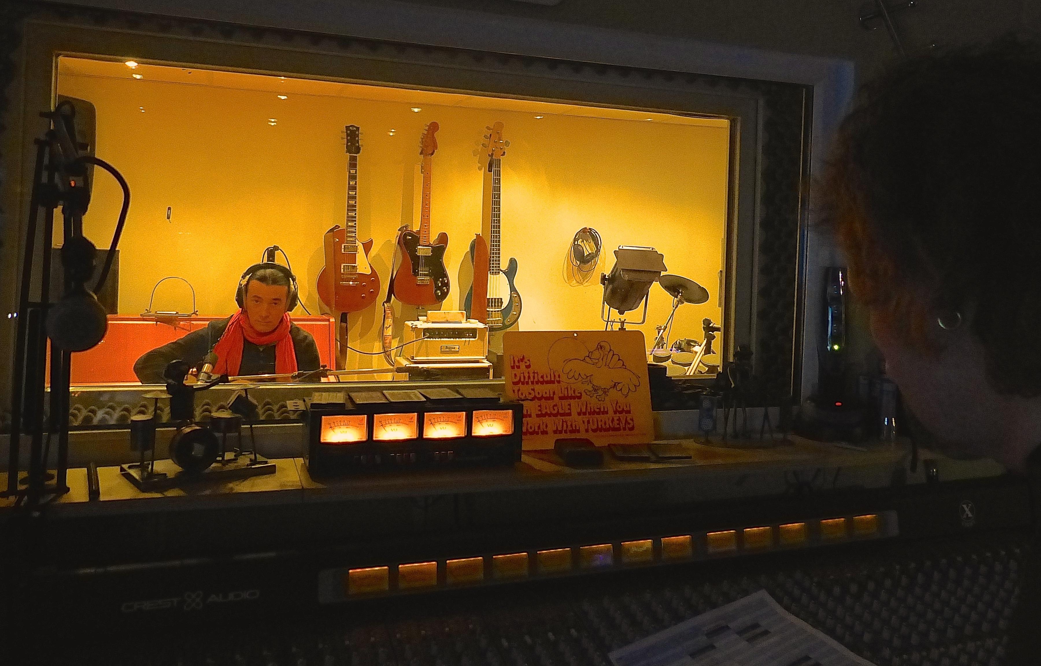 Fensterblick in den 1. Aufnameraum beim recording mit Lulo Reinhardt.